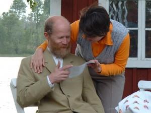 Linnea övertalar sin far att skriva på bastubygget.