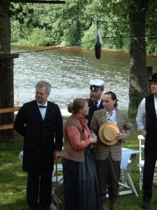 Här har friarna kommit. Hans, Anna, Sören, Totte och Peter