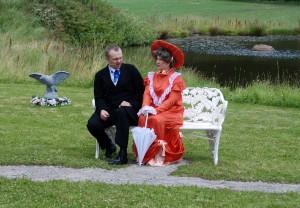 Paul Hjärta och Roberta von Rosen i samspråk.