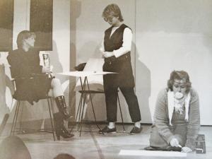 Rosian, Susanne och Suzanne letar slagord.